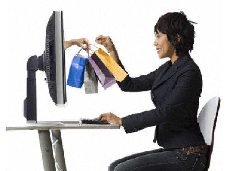 Las mujeres compran más por internet que los hombres en Latinoamérica
